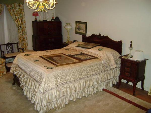 Chinese Chippendale Bed : 1920s Chinese Chippendale, mahoganey. Set includes queens size bed, 2 ...